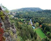 Blick vom Nonnenfelsen auf den Gondelteich Jonsdorf, mittig unser Ausgangspunkt