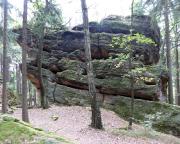Bergseite der Giesensteinwand bei Berggießhübel, links der Alte Weg - Spaltenfolge