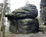 Der Räuberhöhlenturm, ein Einzelgipfel am Kleinhennersdorfer Stein