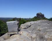 Gipfelbuchkassette der Wartburg mit Hinterem Raubschloss