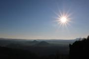 48 - Aufnahme gegen die Dezembersonne an der Breite-Kluft-Aussicht bei Schmilka