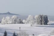50 - Winterstimmung beim Blick vom Severak im Isergebirge auf den Jested über Liberez
