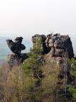 Küken, links, und Auerhahnfels, zwei Felsgebilde im Bereich Töpfer